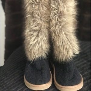 Victoria's Secret Pink furry slippers